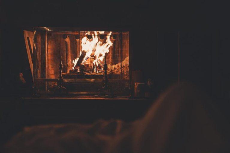feu dans une cheminée