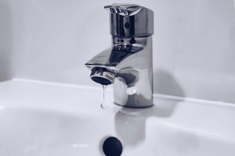 évier et robinet chauffe eau