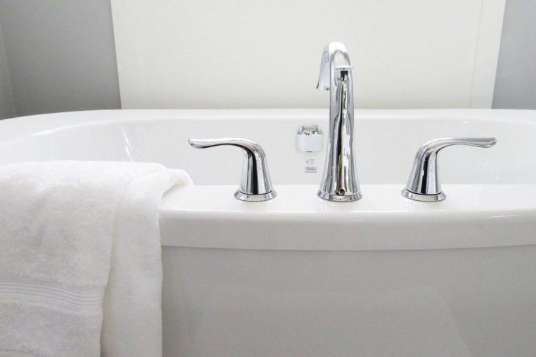baignoire et chauffe eau instantané
