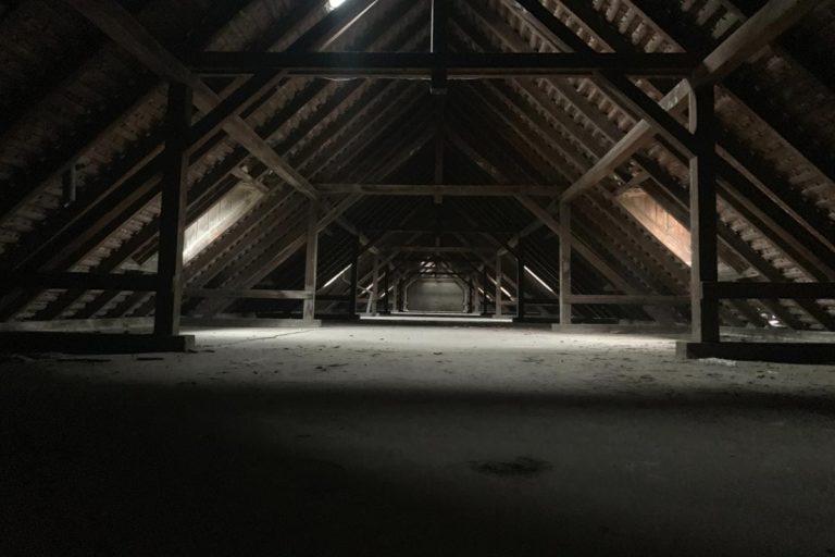Voici une image illustrant l'intérieur d'une toiture