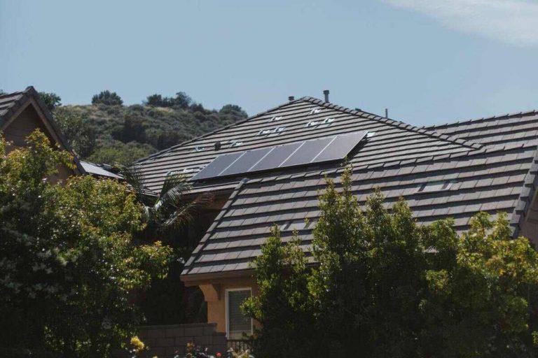 panneau toit chauffe-eau solaire