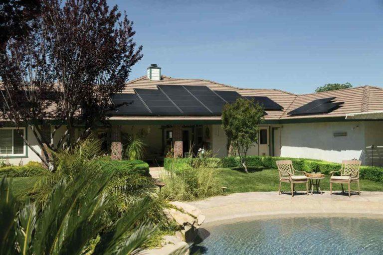 panneau solaire sur toit en kit