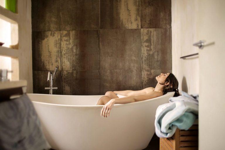 prendre un bain grâce à un son chauffe-eau thermodynamique