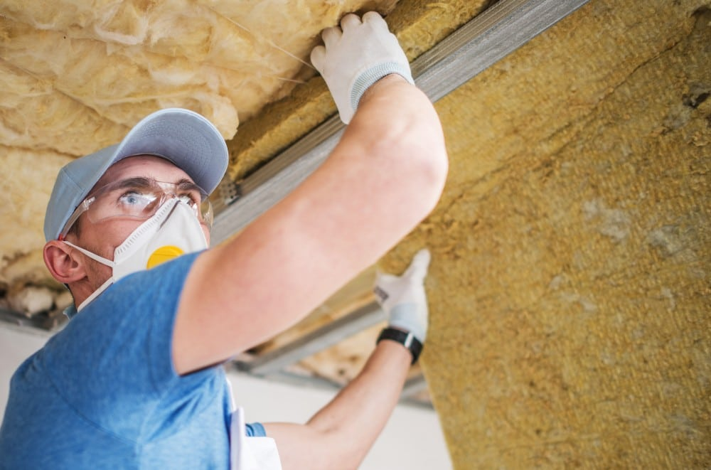 ouvrier isolation toit