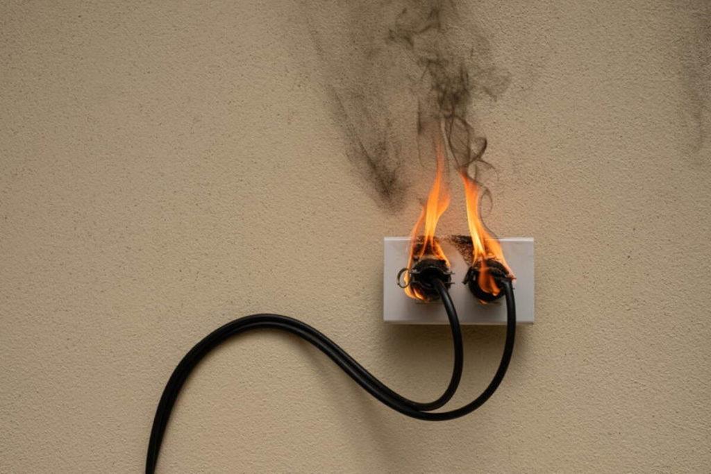 prise feu installation electrique danger